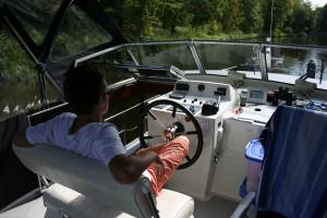 Charterbootfahren auf den Kanälen und Seen ist definitiv 'stressless'!