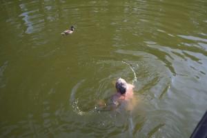 ... baden (mit Begleitschutz) ...